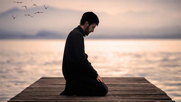 الصلاة: اتصال بالله لا ينقطع!